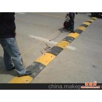 北京减速带安装公司 朝阳区专业安装减速带价格57117992