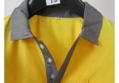 东莞凤岗丰采制衣厂家直供新款黄色T恤工厂车间制衣厂家哪家好
